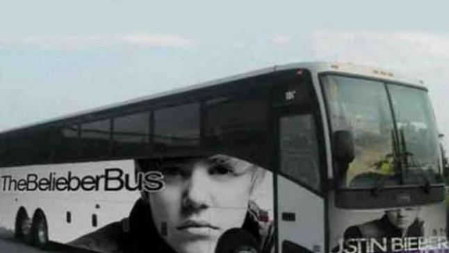 Encuentran marihuana en su autobús de gira.