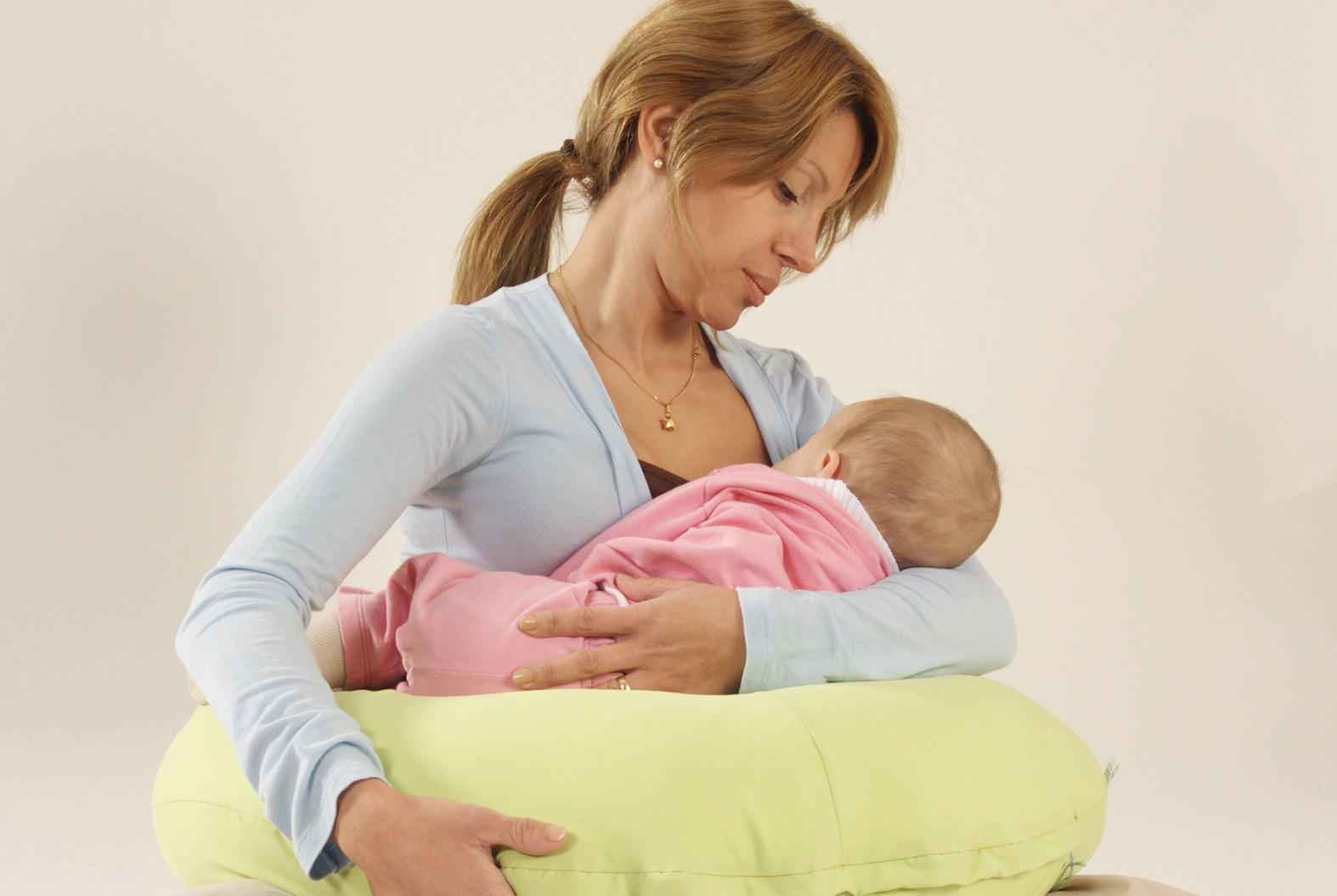 Lindo pezon de madre madura - 3 part 8