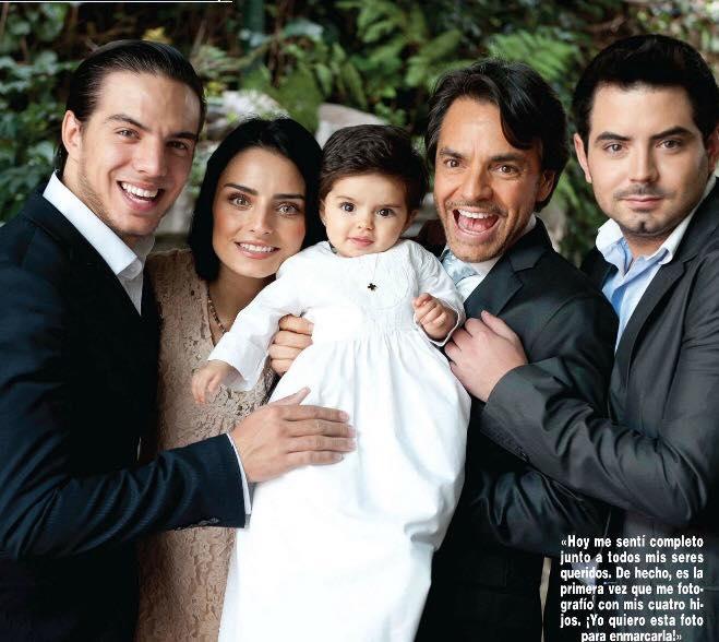 Eugenio Derbez y todos sus hijos.
