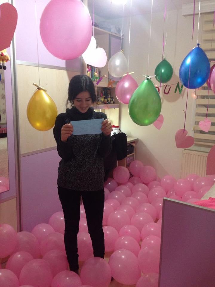 Las mejores ideas para sorprender a alguien en su - Llenar globos con helio ...