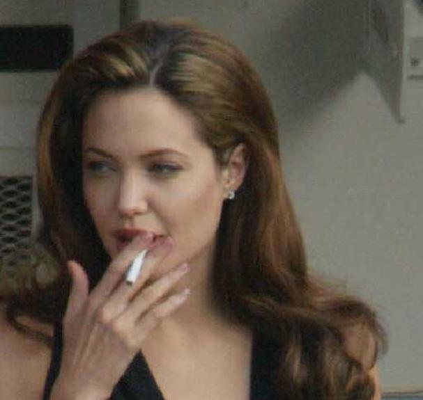 Eva Longoria raucht Zigaretten