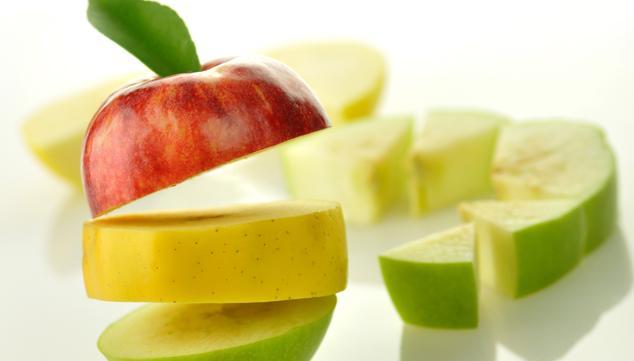 Comer melón y manzana