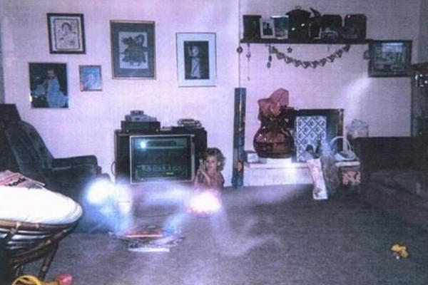 Jugando con el fantasma.