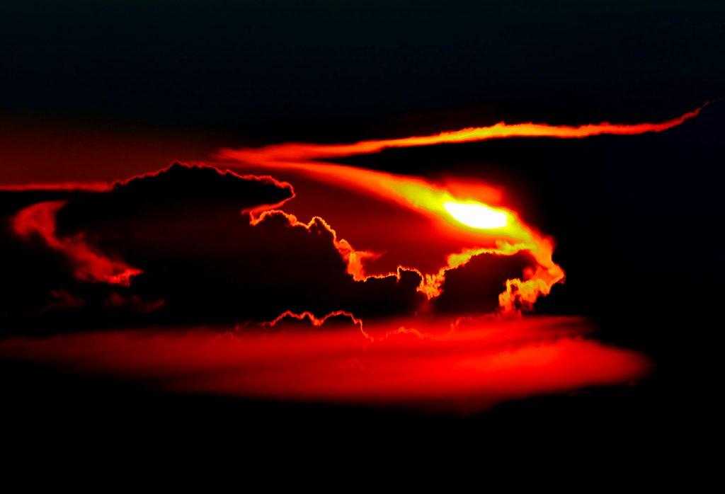 Puesta de sol con tormenta sobre Alemania, durante un vuelo de Varsovia a Nueva York