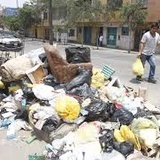 Garbage on public roads drowns the drains of the drainage and floods the Cd.