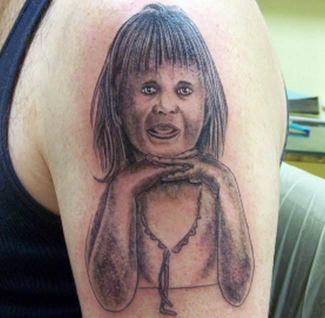 ¡¿Acaso es la niña de El Exorcista?!